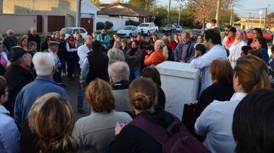 Abrazo simbólico en apoyo a los médicos del Hospital Eguiguren de 30 de Agosto