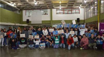 Se entregaron más de 90 netbooks a alumnos de la Escuela de Educación Técnica N° 1