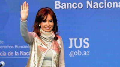 Por Twitter, Cristina Kirchner se sumó a la embestida contra Fayt