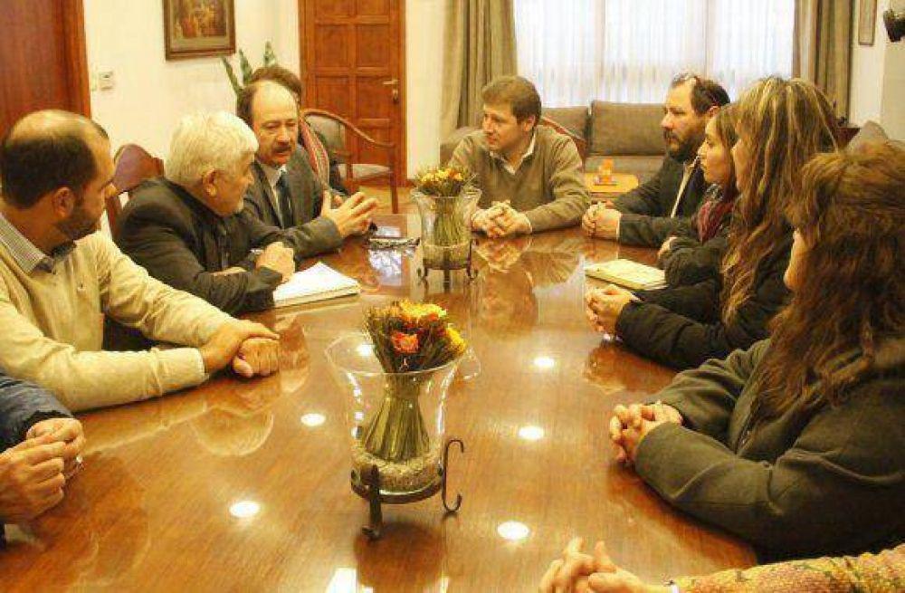 El intendente Melella recibió a autoridades chilenas