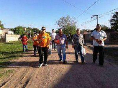 S�enz Pe�a: Cipolini, junto a precandidatos, concret� caminatas de campa�a