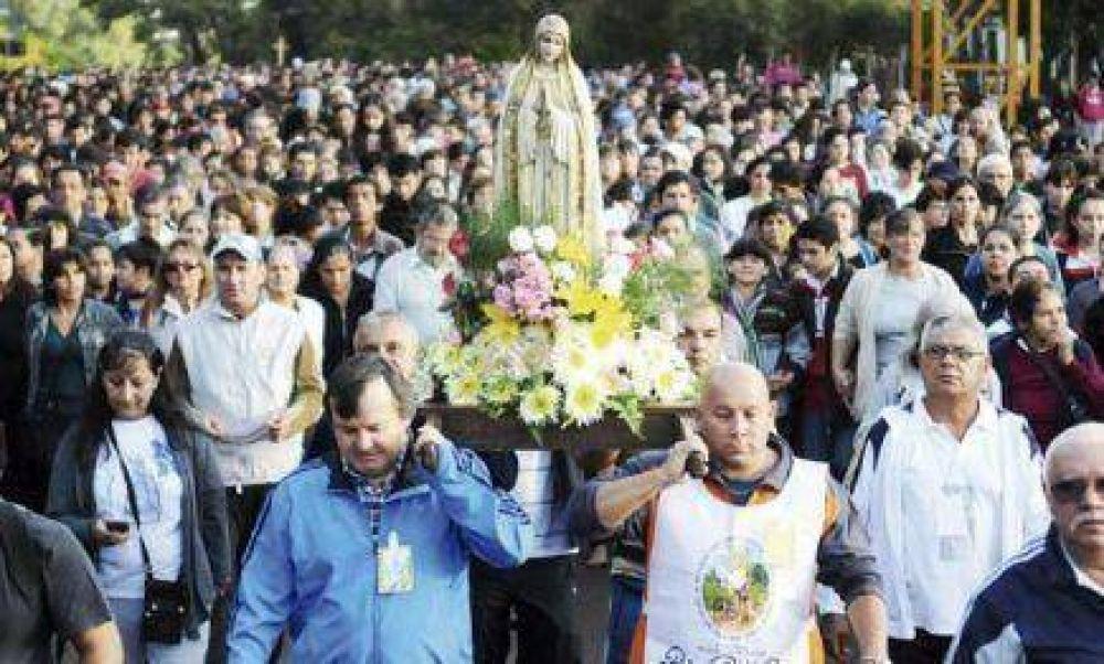 Miles de fieles realizaron la tradicional peregrinación a Fátima