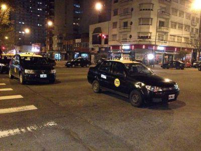 Despiden al taxista asesinado y se reanuda el servicio