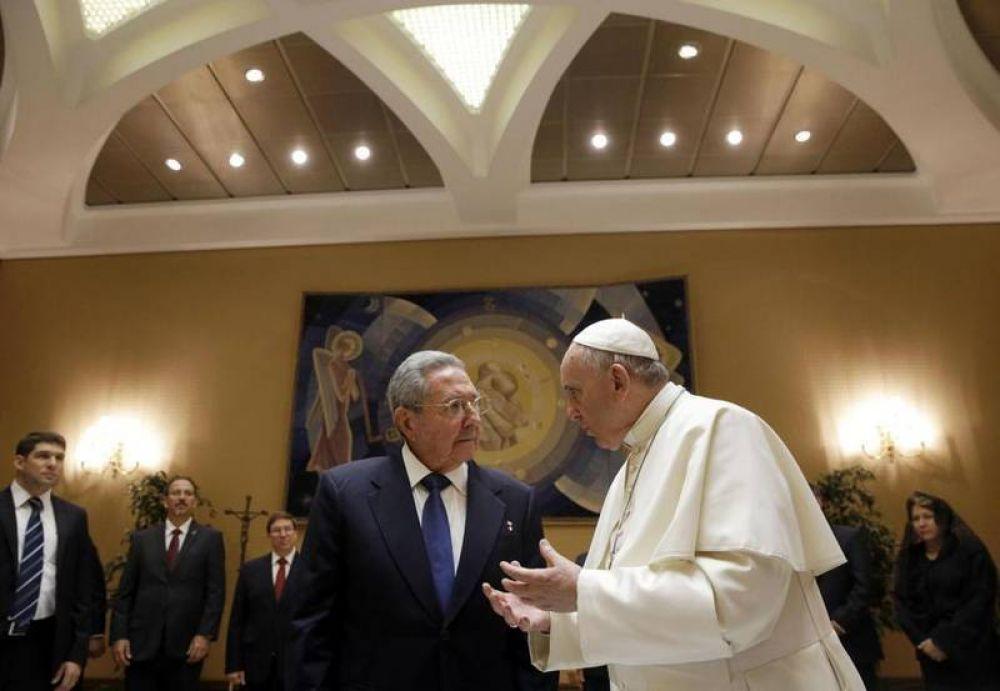 """El Papa y Castro: un cara a cara """"familiar"""" de 55 minutos"""
