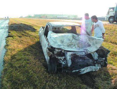 Remolcaba un automóvil y fue embestido por una camioneta