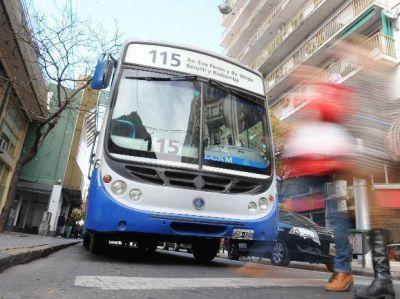 Dos delincuentes cometieron un asalto arriba de un ómnibus urbano de pasajeros