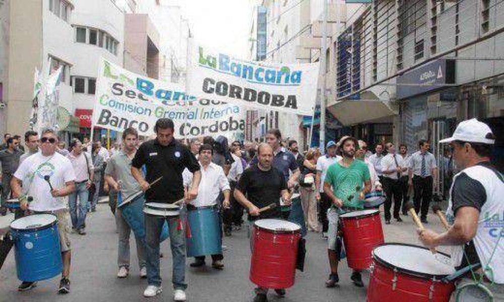 Hoy paran bancarios en el país y marchan en Córdoba