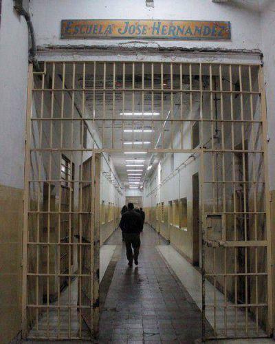 Presentan un amparo para detener demolición de la cárcel de San Martín