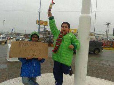 En R�o Grande padres y chicos se movilizaron por el centro de la ciudad