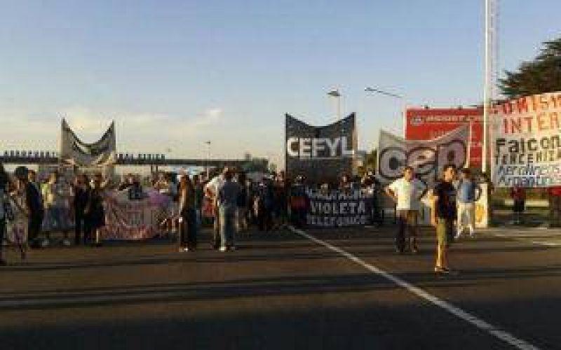 Tras 11 horas, levantaron el bloqueo de los aeroportuarios en Ezeiza