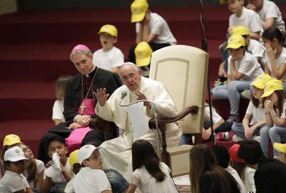 Francisco: los potentes no quieren la paz, porque viven de guerras