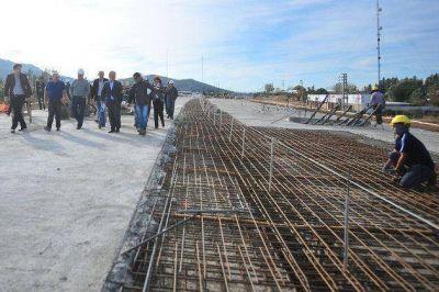 Poggi visit� la obra del Viaducto del Portezuelo que se inaugurar� el 1� de julio
