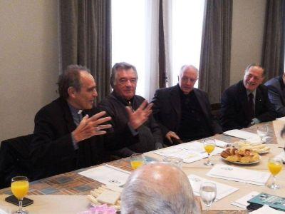 Monseñor Casaretto y Monseñor Maletti con Luis Barrionuevo