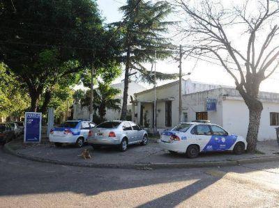 Dos delincuentes asaltan y golpean en forma feroz a un empresario cuando llegaba a su casa