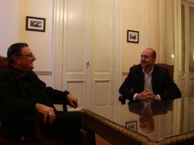 Omar Perotti dialogó con el arzobispo de Rosario sobre inclusión social