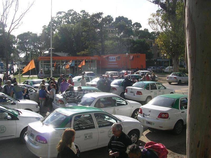 PINAMAR: Los taxistas pinamarenses marcharon por la agresión de un trabajador