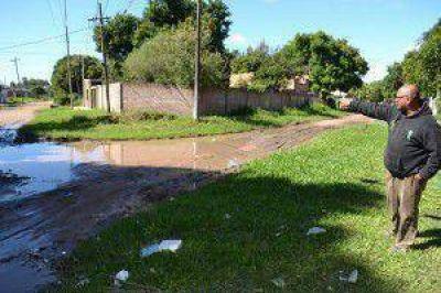 Vecinos de varios barrios reclaman por la intransitabilidad de las calles