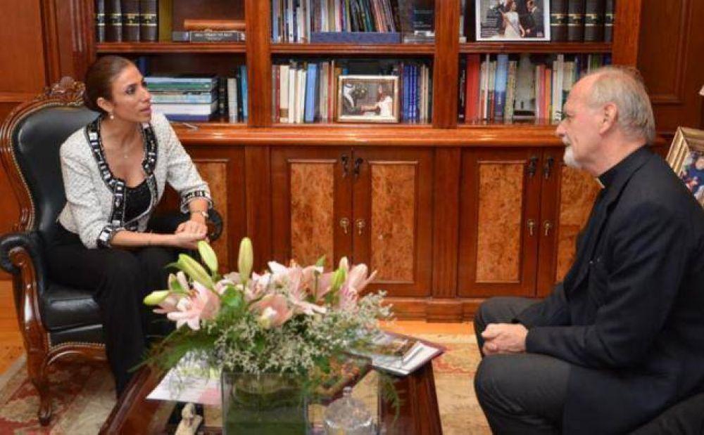 Monseñor Vicente Bokalic visitó a la Gobernadora