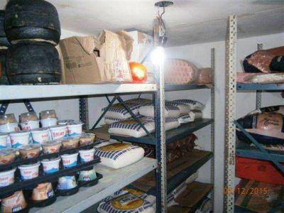 Clausuran distribuidora de alimentos clandestina