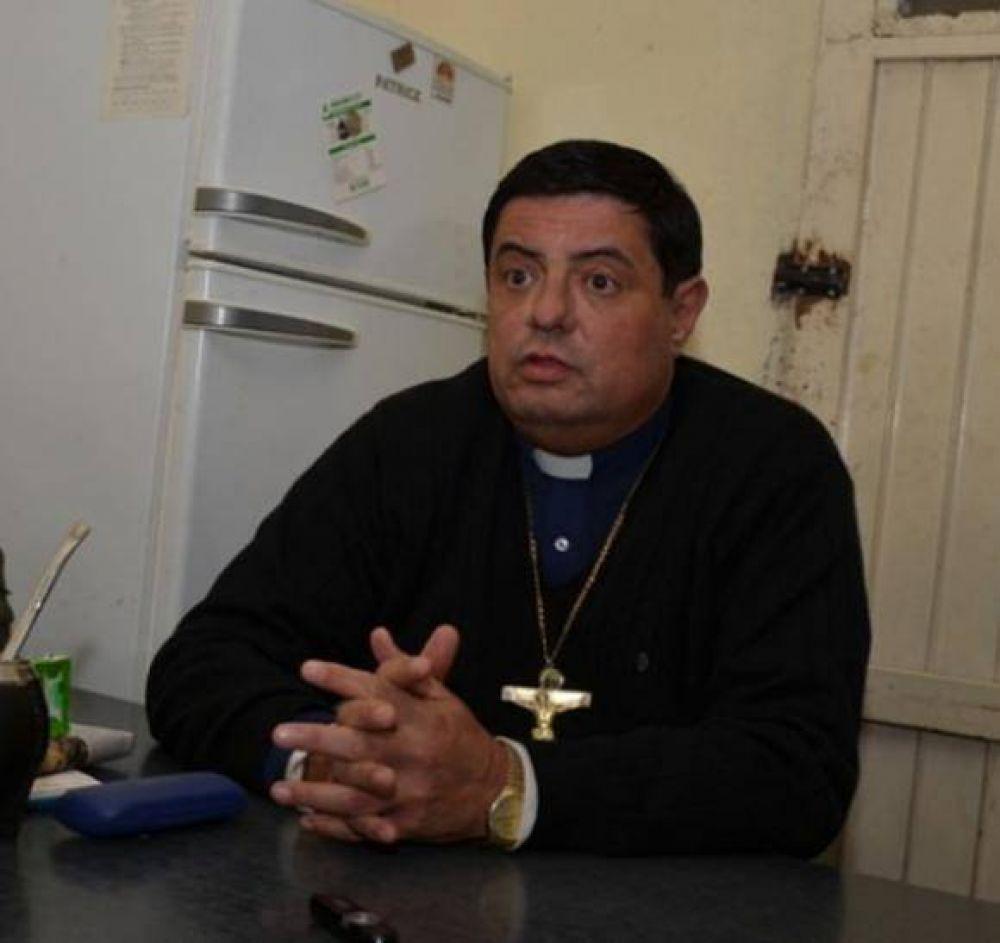 El cura que fue expulsado dijo que la Iglesia Católica lo persigue