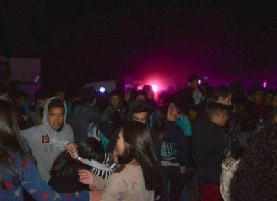 Sumariaron a seis polic�as por no clausurar una fiesta estudiantil en Juana Koslay