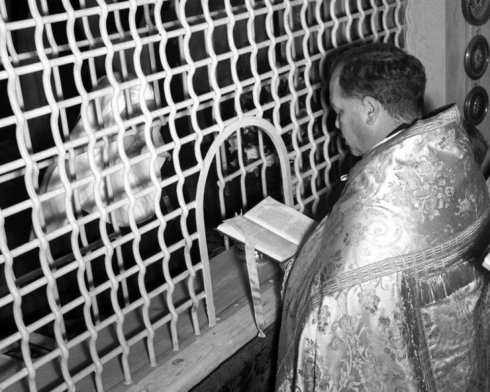 Bergoglio se reunirá con frailes y monjas, incluso de clausura