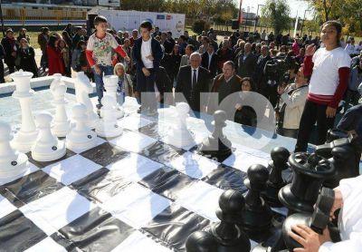 Entregarán cuatro juegos de ajedrez gigantes en la ciudad