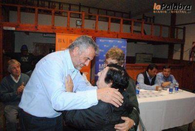 119 familias de Patagones firmaron sus escrituras y más de 100 jóvenes recibieron becas municipales