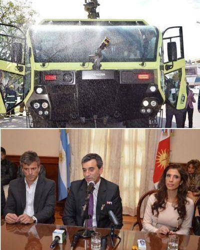 Tras la entrega de una autobomba el Ministro Randazo firmó convenios con Intendentes del interior de la provincia