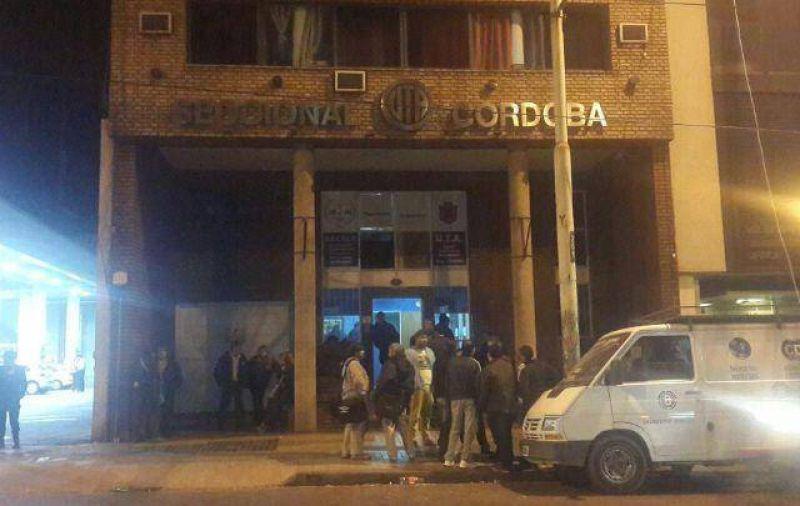 Un grupo de choferes tom� la sede de la UTA en C�rdoba
