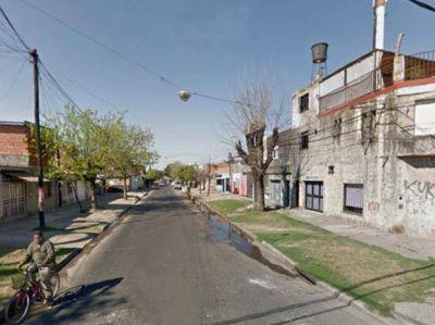 Asesinan de un balazo en la nuca a un joven de 22 años en barrio Tablada