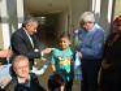 Jesús Cariglino entregó viviendas realizadas íntegramente con fondos municipales