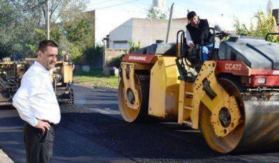 Larrañaga recorrió obra de asfalto en Villa Alonso
