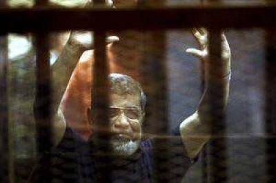 Mohamed Mursi, el ex presidente egipcio, fue condenado a muerte por espionaje