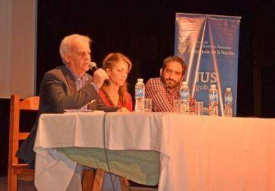 MAS DE 450 JOVENES PARTICIPARON DE LA JORNADA SOBRE VIOLENCIA Y ESCUELAS