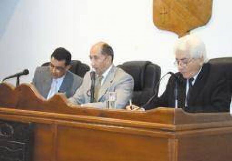 Extraña denuncia de un concejal que no quiere ser 'tomado por forro'