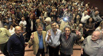 Randazzo recibió el apoyo de Carta Abierta y se quejó de que lo den ganador a Scioli