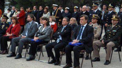 Pérez Catán asistió al acto del Día de la Armada