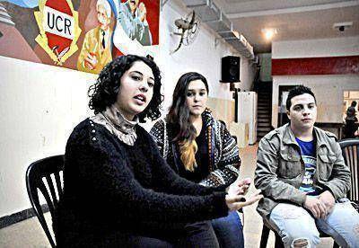 Entre el compromiso militante y la indiferencia adolescente