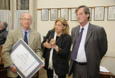 El doctor Feldman recibió una distinción del Concejo por sus investigaciones