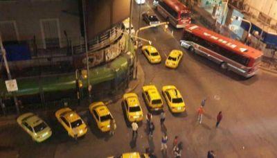 Marcha de taxistas por el centro de la ciudad en reclamo de mayor seguridad