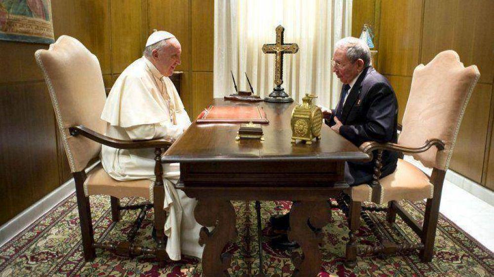 Qué hay detrás del encuentro entre el Papa Francisco y Raúl Castro