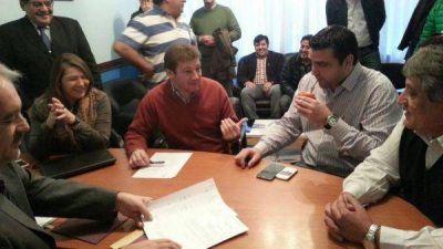 Melella selló acuerdos con Nación para urbanización y construcción de viviendas