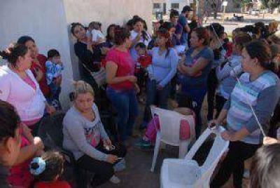 Pidieron detener a 40 mujeres que usurparon un barrio
