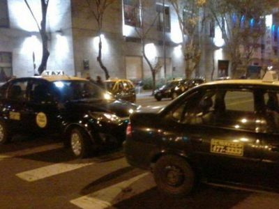 Taxistas y remiseros vuelven a pedir operativos en los barrios