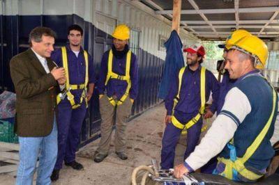 Pulti presentó el Programa de Educación Social en el Polideportivo del barrio Camet
