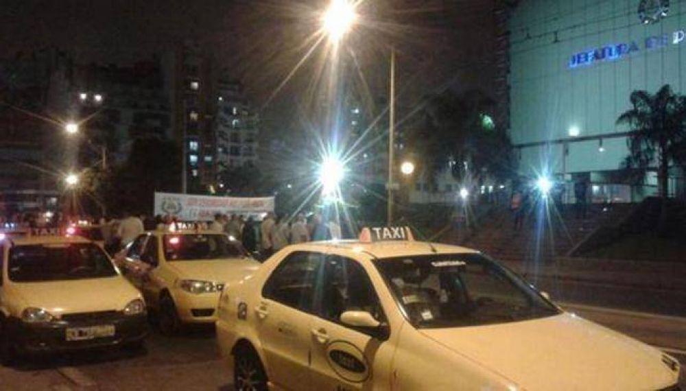 Taxistas paran en reclamo de medidas de seguridad