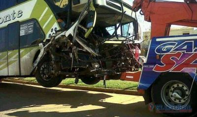 Murió el conductor de una camioneta en el choque frontal contra un colectivo