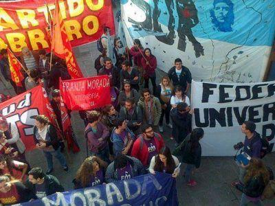 Universitarios marcharon por el boleto gratuito y el proyecto avanzó en la Legislatura