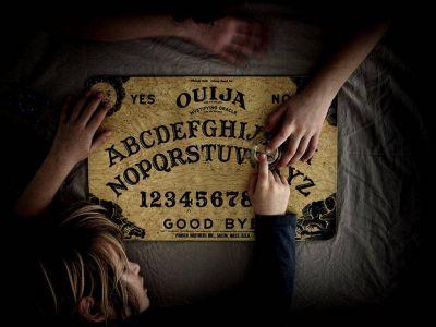 Suicidios en Mendoza: ¿qué es la ouija o juego de la copa?